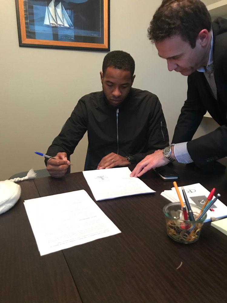 Signature du mandat de représentation avec le footballeur William SERY du club de QRM (Quevilly Rouen Métropole)